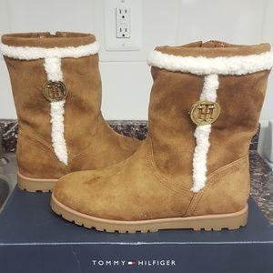 NIB Tommy Hilfiger Surina Boots sz 7.5 Tan